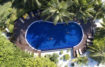 Swimming pool of Adaaran Prestige Vadoo