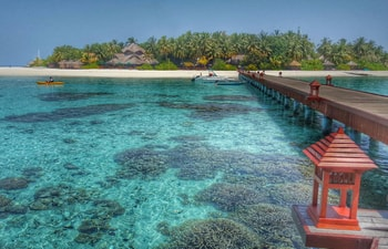 From arrival jetty with corals, Banyan Tree Vabbinfaru