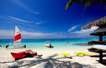 Water sports at the beach of Centara Ras Fushi Resort & Spa