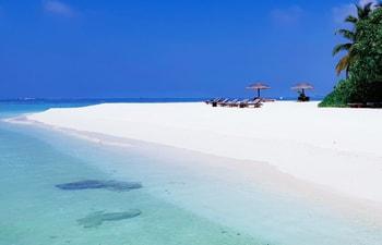 White powdery beach of Adaaran Prestige Vadoo