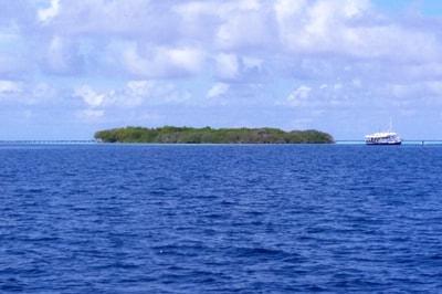 Escursione ad Anbaraa (isola privata, Vaavu Atoll)