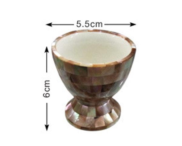 Portauovo artigianale maldiviano con guscio d'ostrica (LXH002)
